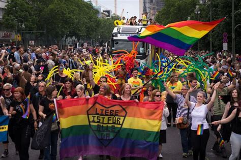 Christopher street day hamburg 2021   report includes ...