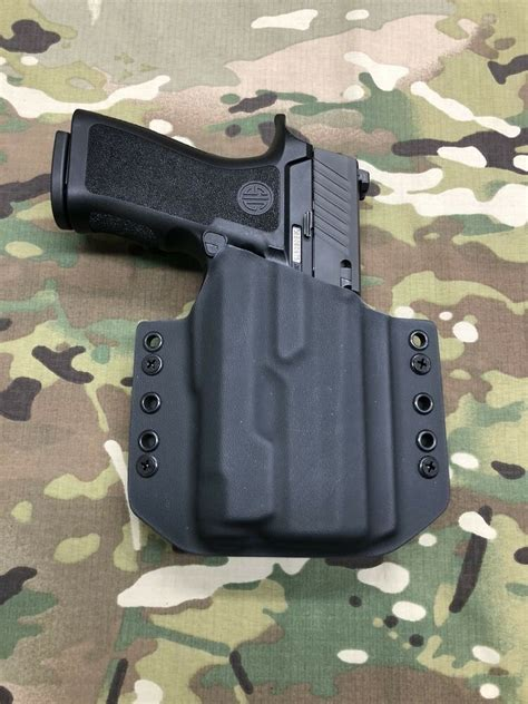 Black Kydex Light Bearing Holster for Sig P320 Compact